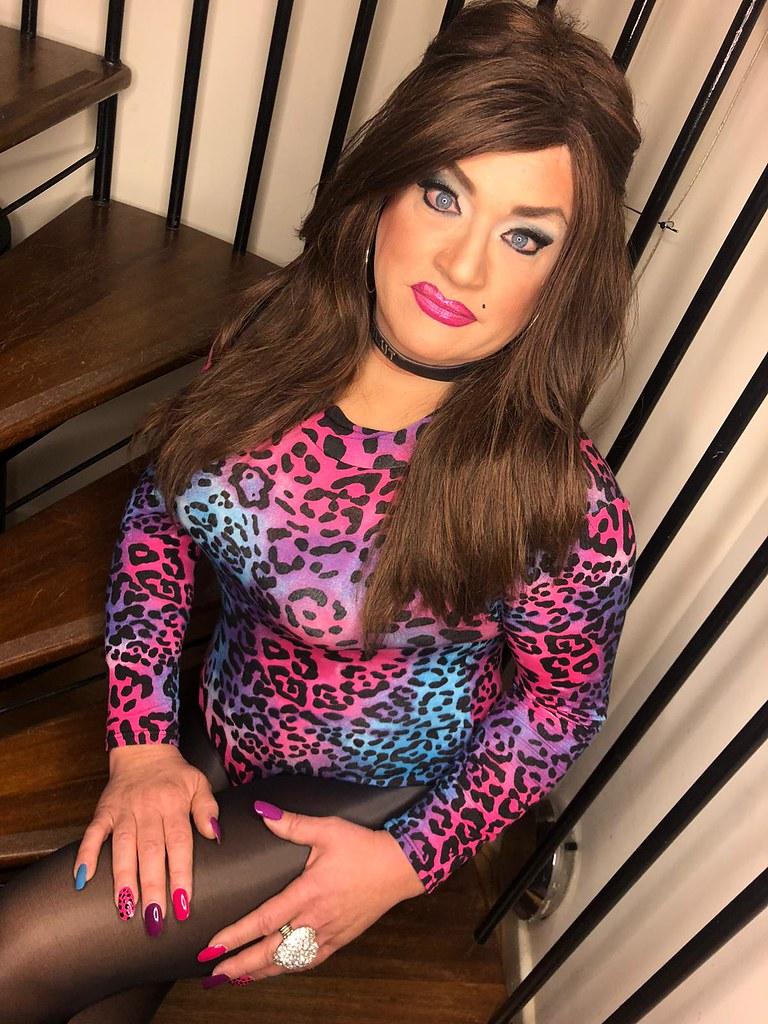 Party girl brunette sissy