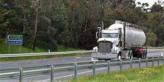 Kenworth Tanker Koonwarra (secret squirrel6) Tags: secretsquirrel6truckphotos craigjohnsontruckphoto australiantrucks bigrigs worldtrucks truckphotos trucks kenworth tanker southgippslandhighway 2018 road highway primemover semitrailer visor