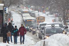 Première neige / First snow (Jacques Lebleu) Tags: 121 ruesauvéest saultaurécollet ahuntsiccartierville neige hiver congestion piétons autobus circulation automobiles heuredepointe taxi