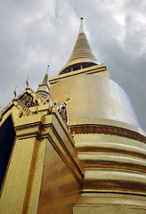 A Bangkok temple covered with gold tiles (Thailand) (albatz) Tags: bangkok temple covered gold tiles thailand