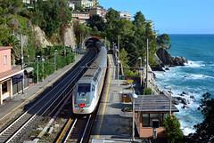 IC 674 al mare con il sole. (Maurizio Boi) Tags: treno train zug rail railway railroad ferrovia eisenbahn locomotiva locomotive italy trenitalia iti e414 intercity