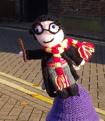 Yarn bomb at Tring (Snapshooter46) Tags: yarnbomb knittingbomb tring bookfestival streetgraffiti streetdecoration