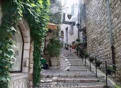Saint-Paul de Vence (alanchanflor) Tags: canon exterior color pueblo saintpauldevence francia alpesmarítimos escaleras calle baranda