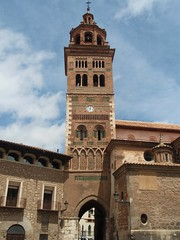 Teruel - Torre mudéjar de la Catedral. (EduOrtÍn.) Tags: catedral torre mudéjar teruel aragón arco