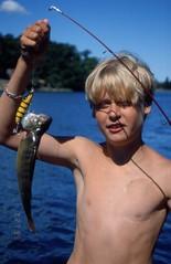 Rickard på Långö 27 juli 1999 (gustafsson_jan) Tags: rickardgustafsson aborre fisk fiske långö sörmland sörmlandsskärgård archipelago archipel archipelagoparadise skärgård skärgårdsö naturturism naturparadis