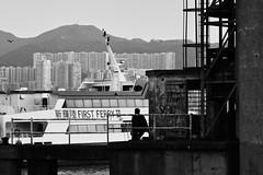 (a.pierre4840) Tags: olympus omd em10 micro43 zuiko 85mm f2 artfilter grainy bw blackandwhite noiretblanc silhouette harbour victoriaharbour hongkong kowloon ferry