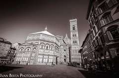 Piazza del Duomo (Ivo.Berta) Tags: italy italia europe firenze florence city town history old summer holiday vacation bw black white architecture building monochrome composition