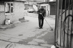 (.Laedin) Tags: analog film 135 35mm bw black white monochrome rangefinder 50mm soviet lens street photography 400ei800 push 1 people