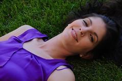 RETRATO EN LA HIERBA (marthinotf) Tags: retrato cris amiga modelo hierba sonrisa bellezafemenina mirada esplendorsobrelahierba labios ojos sonrisafemenina seduccionfemenina