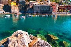 Sono solo il suono del mio passo (.KiLTЯo.) Tags: kiltro it italia italy vernazza cinqueterre liguria laspezia town beach sea ocean seascape landscape color colour houses boat rocks