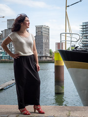 Laura, Rotterdam 2019: Harbour girl (mdiepraam) Tags: laura rotterdam 2019 wilhelminapier portrait pretty attractive beautiful elegant classy gorgeous dutch brunette girl woman lady naturalglamour curls rijnhaven boat water harbour skirt
