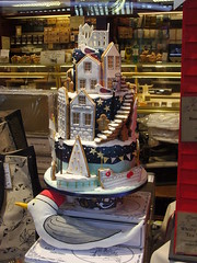 Whitby In Cake! (Glass Horse 2017) Tags: window whitby nyorks skinnerstreet seagull icing fishingboats whitbyabbey 199steps spookyeastwindow cakes bakery windowdisplay gingerbreadman showstopper bothams whitbystreets