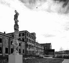 Sculpture in Wakefield (Allan Rostron) Tags: