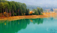 Η ομορφία του φθινοπώρου (ᗰᗩᖇᓰᗩ ☼ Xᕮ∩〇Ụ) Tags: canoneos1100d nature natur herbst autumn colors farben lake see spiegelung reflections water wasser greece griechenland moments momente ελλαδα στιγμεσ χρωματα φυση νερο αντανακλασεισ φθινοπωρο λιμνη nebel misty lakedoxa