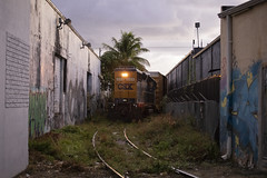 Miami Alleyways (The Industrial Railfan) Tags: elchlok theindustrialrailfan henrydell railway railroad train industrialswitching industrialrailroading industry spur switching hialeah miami csxt alleyway