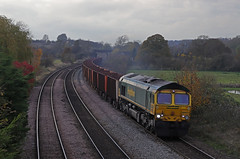 66571 - Melton Ross (Andrew Edkins) Tags: 66571 class66 shed canon freightliner ironore tipplers railwayphotography meltonross diesel freighttrain type5 wagons northlincolnshire railway track line november 2019 winter curve geotagged light cold gm trees picture image photo photography mainline train overcast afternoon clouds sky