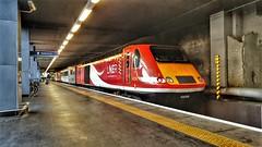 LNER HST At Platform Zero, London Kings Cross. (ManOfYorkshire) Tags: class43 hst intercity125 platformzero platform0 london railway train kingscross station 43208 supersaver 0906 departure lner londonnortheasternrailway clean tidy comfortable ic125