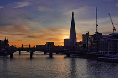 365 - Image 317 - Sunrise over London... (Gary Neville) Tags: 365 365images 6th365 photoaday 2019 sony sonycybershotrx100vi rx100vi vi garyneville