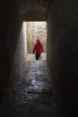 Explorando el castillo (Guillermo Relaño) Tags: bergamo italia italy lombardia lombardy sony a7 a7iii a7m3 castillo castello castle guillermorelaño rojo red