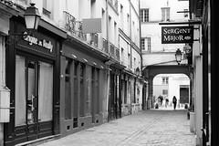 Rue des 2 Portes (just.Luc) Tags: street rue straat strasse bn nb zw monochroom monotone monochrome bw france frankrijk frankreich francia frança versailles yvelines îledefrance europa europe
