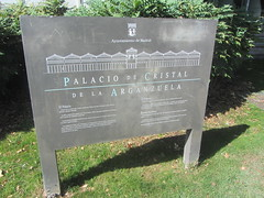 Information re El Palacio de Cristal (d.kevan) Tags: sign informationpanel words text spanish sketch grass plants arganzuelahothouse madrid crystalpalace coatofarms madridcitycouncil