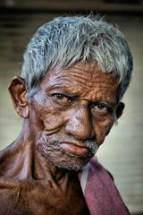 Il balayait sa rue, je passait par là... (Ma Poupoule) Tags: oldwoman porträt portrait ritratti ritratto retrato regard visage face yeux eyes cochin inde india