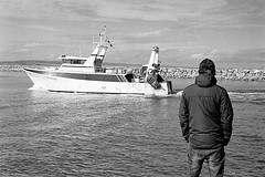 Retour de pêche (fred.guidoni) Tags: leicam6 summicron50mmf2 kodaktrix400 reflectaproscan10t vuescan portlanouvelle aude occitanie horssaison