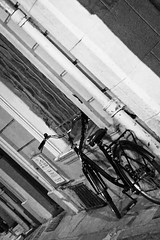 Bicyclette Noire (Katrina Wright) Tags: 2019 avignon france iphone6 provence img2147 bicycle bike velo fahrrad rad nb bw sw hmbt monochrome bokeh thursday window wednesday hww street door wroughtiron handlebars tyres