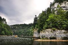 Bassins naturels du Doubs I (.Sophie C.) Tags: 25 doubs franchecomté régionbourgognefranchecomté bassinsdudoubs rivière falaise bateau croisière lesbrenets