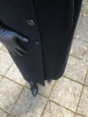 Flashback To Winter (Toni Furre) Tags: full length long coat overcoat black leather gloves boots winter fashion