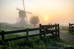Too good to miss (Marc Haegeman Photography) Tags: mist kinderdijk morning sunrise nederland netherlands nikond850 molenwaard windmills windmolens unescoworldheritagesite rotterdam marchaegemanphotography landscapephotography zuidholland masstourism