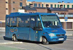 Aranda de Duero, avenida de Teresa de Jesús Jornet 02.01.2019 (The STB) Tags: bus autobus autobús busse burgos castillayleón transportepúblico publictransport öpnv