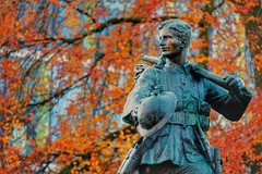The Homecoming (R Tait McKenzie, 1922) (Sir Cam @camdiary) Tags: thehomecoming statue war memorial soldier cambridge 201911 remembrancesunday