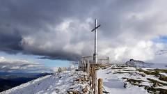 Aloñako gurutzea. (eitb.eus) Tags: eitbcom 37028 g1 tiemponaturaleza tiempon2019 monte gipuzkoa bergara iñakizenitagoia