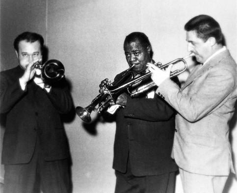 #ninirosso 🎺 #nunziorotondo 🎺 #louisarmstrong 🎺  #trombettisti #cantante 🎼 #jazz #tromba 🎺 #jamsession #orchestrale  🎥#elettritv💻📲 #musica #webtv #musicaoriginale #webtvmusicale #