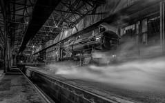 Preparations - B/W Version (photofitzp) Tags: 3733 4079 5900 castleclass collet didcot gwr hindertonhall museum panniertank pendenniscastlesteam smoke