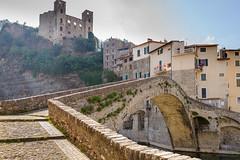 Dolceacqua (Italie) (Pierre de Liège) Tags: italie vacance2017 architectureanciennemédiévale architecture vacance pontenarc dolceacqua pont ligurie bâtimentpaysageélémenturbain loisiretpassetemps
