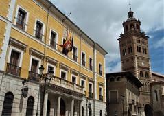 Teruel - Ayuntamiento y Torre mudéjar de la Catedral (EduOrtÍn.) Tags: teruel aragón catedral ayuntamiento torre mudéjar edificio