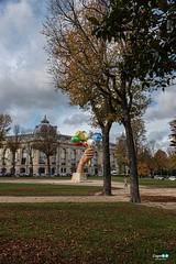 Parigi... i tulipani (capellini.chiara) Tags: flickrtravelaward france francia paris parigi sculpture scultura jeffkoons itulipani