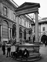 Piazza Mercanti - Milano (ennioxx) Tags: all street streetbw bw mi lombar urban