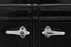 Guarda a tu mejor amigo bajo llave. Sabe demasiado de tu vida. (Elena m.d. 12.7M views.) Tags: monocromo nikon d5600 bw bn abstracto noir black negro