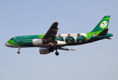 Aer Lingus A320 Rugby Special Scheme (Infinity & Beyond Photography: Kev Cook) Tags: aer lingus a320 rugby special airbus colors colourscheme scheme airlines airways boeing 7x7 b7x7 aircraft airplane airliner heathrow airport london lhr egll planespotting photos planes eideo