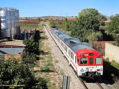 Tren de Cercanías de Renfe (Línea C-3) a su paso por SAN ANTONIO DE REQUENA (Valencia) (fernanchel) Tags: adif spain c3 поезд bahnhöfe railway station estacion ferrocarril tren treno train rodalies cercanias sanantonioderequena renfe 592 s592 requena 火車