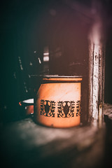 Let's make a good stew (vale0065) Tags: orange oranje pot kookpot kookingpot kitchen keuken coock coocking kook koken window raam troughawindow dooreenraam venster glas glass old oud abandoned verlaten slovenia slovenië email emaille