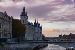 Parigi... Le Conciergerie (capellini.chiara) Tags: flickrtravelaward lasenna pinksky sunset tramonto leconciergerie france francia parigi paris