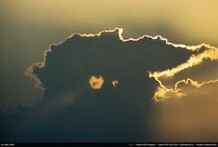 Coucher de soleil (Ludtz) Tags: ludtz canon ae1 canonae1 canonae1program fdsystem canonfdn200|28 analog film negative kodak kodakcolorplus200 bretagne breizh brittany bzh finistère pennarbed 29 trévignon cloudsstormssunsetssunrises ocean océanatlantique atlantic atlantique atlanticocean sunset coucherdesoleil goldenhour gold heuredorée nuages clouds