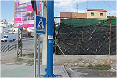 baena 11 (beauty of all things) Tags: spanien espana andalusien stadtlandschaft urbanlandscape parking parken lidl plakate posters fences zäune
