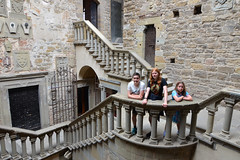 Courtyard - Poppi Castle (Thomas Roland) Tags: staircase trappe children ingeborg europe europa italy italia italien sommer summer nikon d7000 travel rejse strada casentino toscana tuscany poppi by stadt town castello di dei conti guidi castle slot borg fæstning burg fortification medieval middelalder