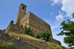 Poppi Castle from below (Thomas Roland) Tags: europe europa italy italia italien sommer summer nikon d7000 travel rejse strada casentino toscana tuscany poppi by stadt town castello di dei conti guidi castle slot borg fæstning burg fortification medieval middelalder