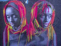 Double regard ... (Robert M. ( en pointillés ... )) Tags: collage stencil laine wool streetart arturbain visage regard femmed